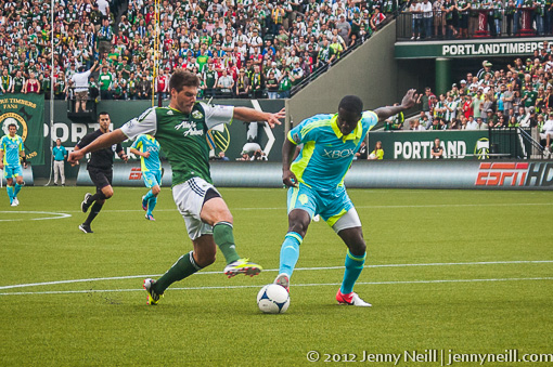 David Horst and Eddie Johnson battle for control